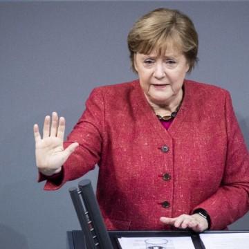 """Меркел със скръстени за молитва ръце: """"Съжалявам, но това е неприемливо!"""""""