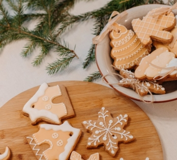 Джинджифилови сладки с класическа захарна глазура