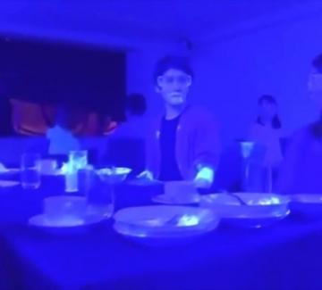Експеримент: Вижте колко бързо се разпространява коронавирусът в ресторант