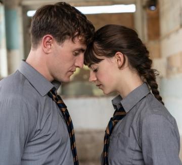 """""""Нормални хора"""": фатална ли е временната физическа раздяла за истинската любов?"""