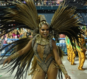 Карнавалът в Рио пише нова страница в историята си