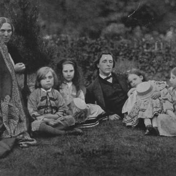 """Луис Карол: математик, поет, сатирик, философ, изобретател, фотограф. Автор на """"Алиса"""""""