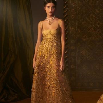 В ателиетата на Dior – как се създава една рокля висша мода?