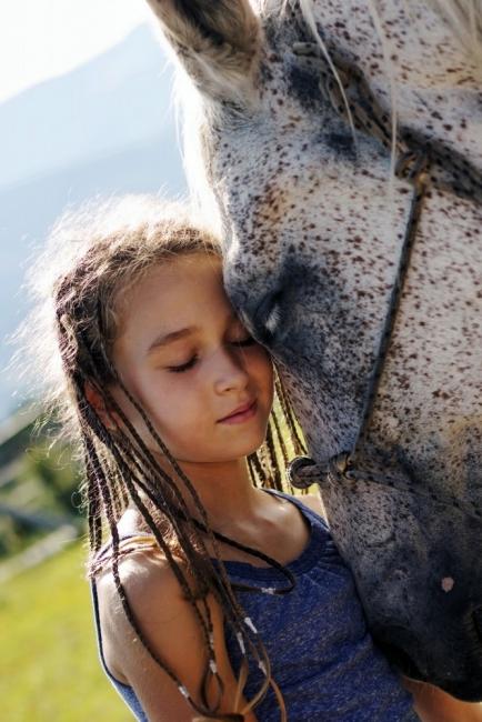 Веселина Фелдман, която окрилява децата с конна терапия