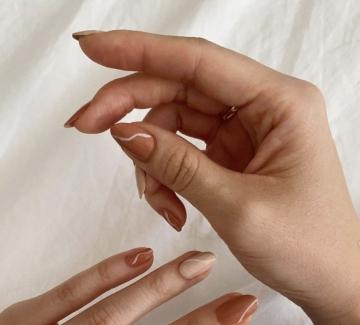 19 идеи за минималистичен маникюр в неутрални цветове
