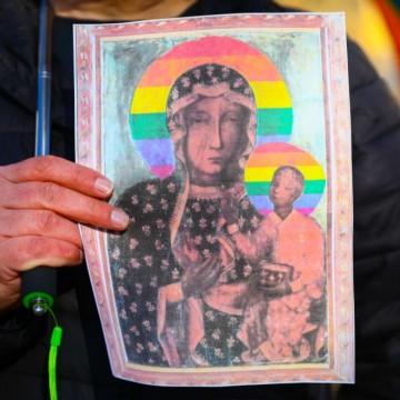 ЛГБТИ Дева Мария предизвика скандал в Полша