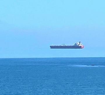 А един танкер си лети в небето...