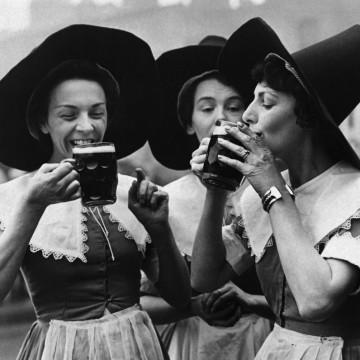 Каква е връзката между вещиците и бирата?
