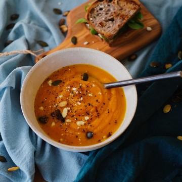 Веган крем супа със сладък картоф и розмарин