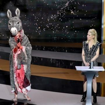 """Защо френска актриса се съблече на наградите """"Сезар""""?"""