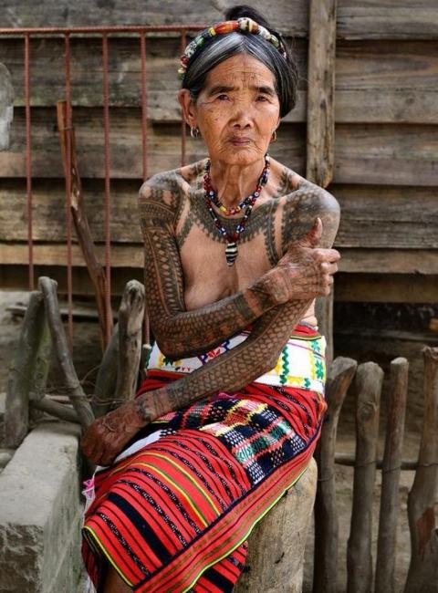 Запознайте се с най-възрастната татуистка в света!