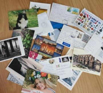 Как непознати хора от цял свят си разменят пощенски картички