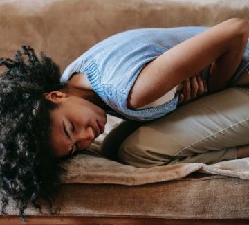Защо пандемията обърка и месечния цикъл при жените