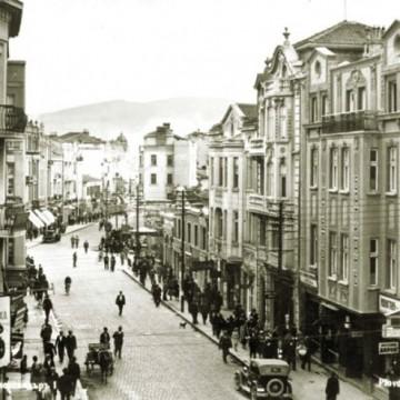 Историята на първия театър в България