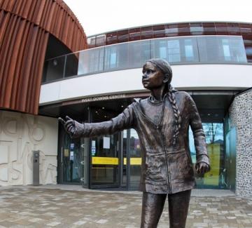 Статуя на Грета Тунберг раздели студенти и преподаватели в Англия