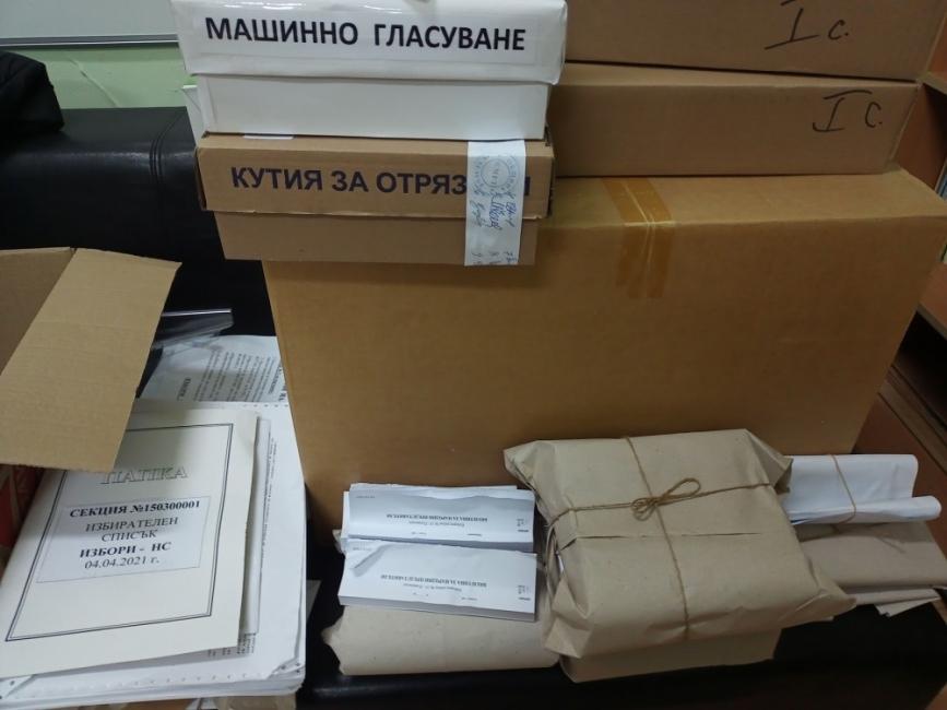 Изборите в малкия град: Изчезнали флашки и протоколи, попълнени с молив