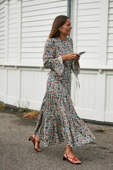 10 стайлинг идеи с рокля на цветя, напук на лошото време