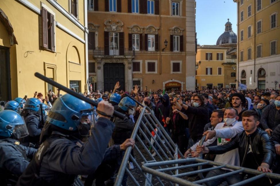 Ресторантьорите в Италия: Ще отворим и без позволение!