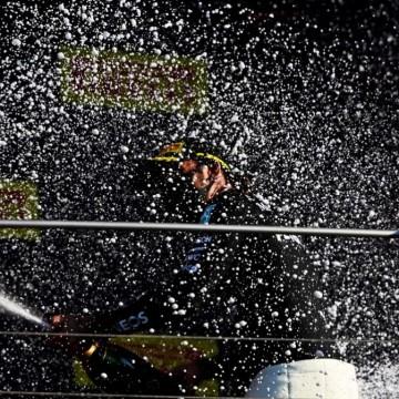 Кой измести шампанското от подиума във Формула 1?