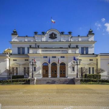 """Новите депутати в """"старата"""" сграда - каква е символиката?"""