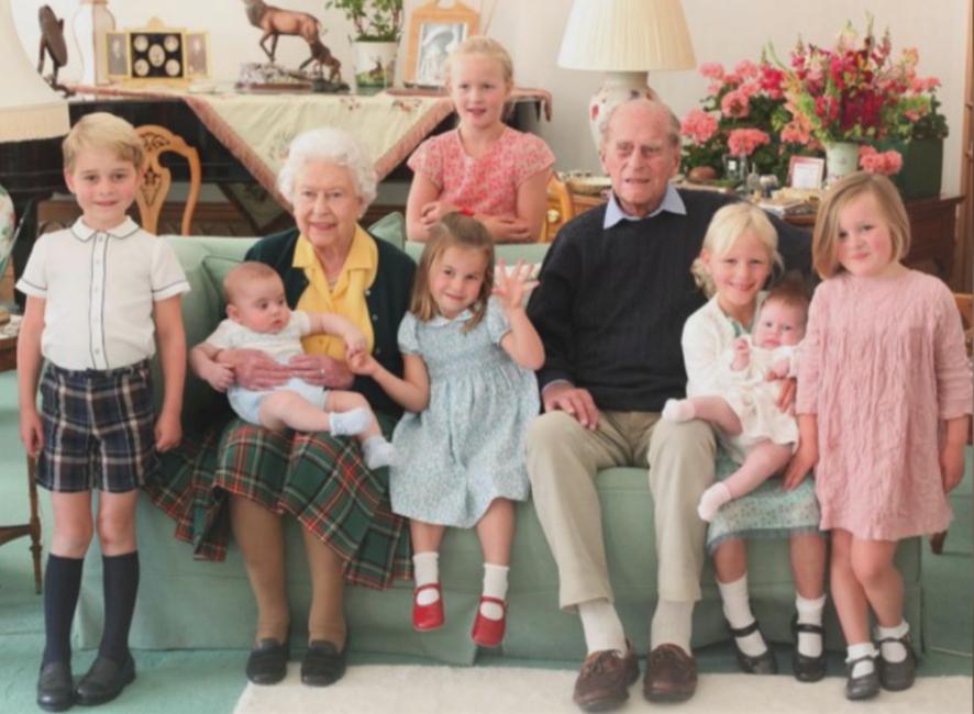 Непоказвани снимки на принц Филип