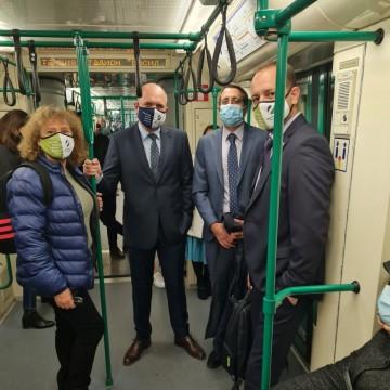 Зелените депутати отидоха на работа с метрото