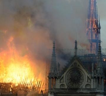 """2 години след пожара в """"Нотр Дам"""" – още не е ясно как е избухнал"""