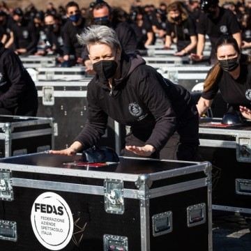 Протестите в Италия: готвачи, културни дейци, погребални агенти