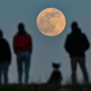 Супер Луна – феноменът, който снощи спря дъха ни