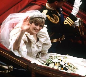 Сватбената рокля на принцеса Даяна ще бъде показана в изложба