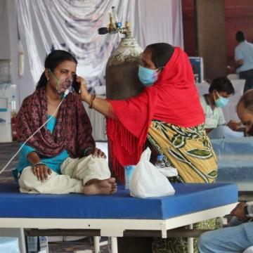Индийският щам – по-заразен и способен да преодолее ваксините