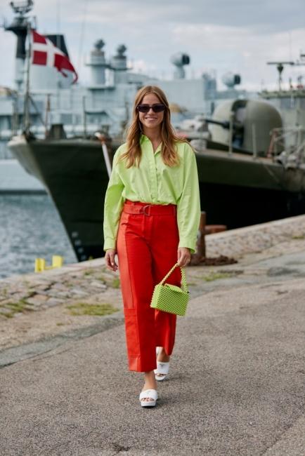 10 стайлинг идеи как да носим цветната риза, която е новият тренд за лятото
