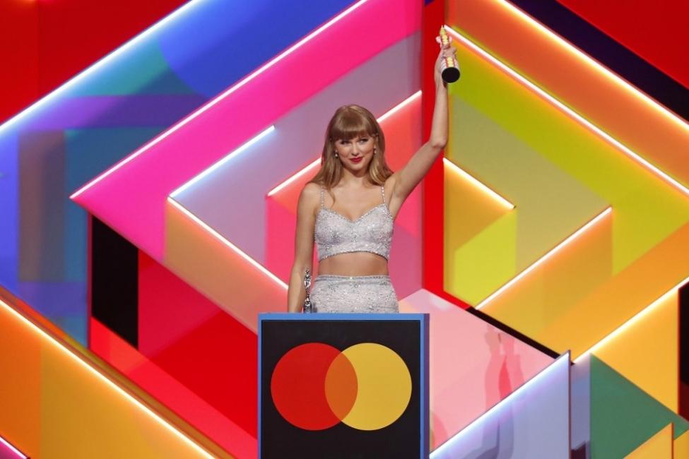 Жените триумфираха на музикалните награди BRIT тази година
