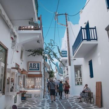 Гърция отвори за почиващи и облекчи мерките