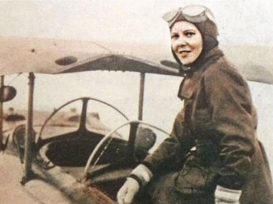 Райна Касабова – първата жена в света, участвала във военен полет