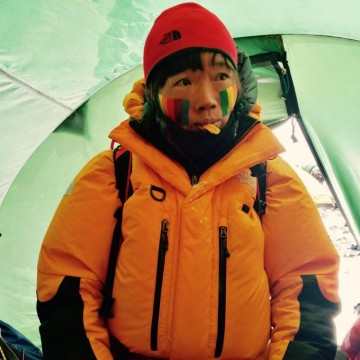 Учителка постави рекорд за скоростно изкачване на Еверест