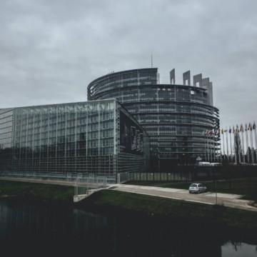 """Акцията на САЩ е срам за Европейския съюз, пише """"Политико"""""""