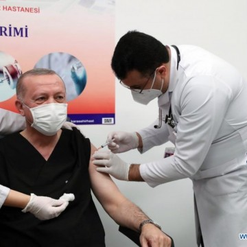 Президентски привилегии: Ердоган се ваксинира с трета доза