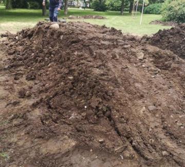"""Купчината кал, която Столична община нарича """"трасе за колоездение"""""""