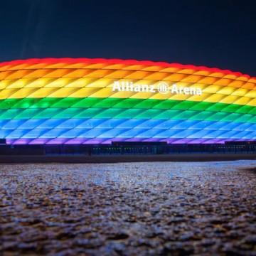 Дъгата срещу Орбан: Мюнхен посреща тима на Унгария в цветовете на прайда