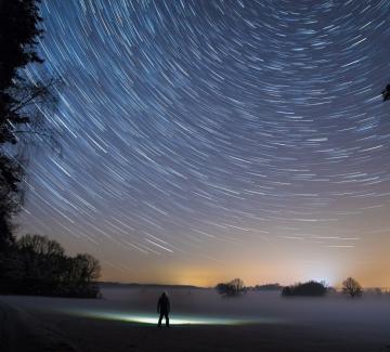 Над 1700 звезди от съседни галактики може да наблюдават Земята