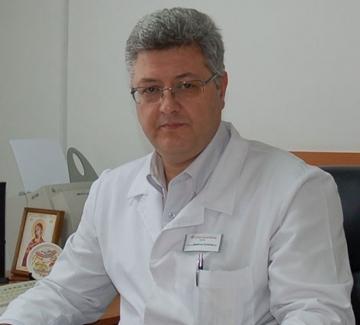 Работохолизъм отвъд закона - шеф в Александровска заема цели 5 длъжности