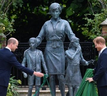 Статуята на принцеса Даяна – между вълненията и разочарованията
