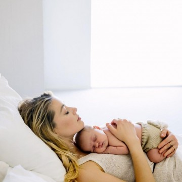 Амбър Хърд стана майка, но без да ражда
