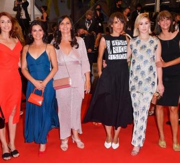"""Мария Бакалова и екипът на """"Жените наистина плачат"""" на червения килим в Кан"""