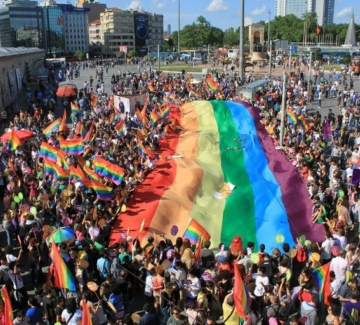 Редактор на детски книги напуска Унгария след хомофобски заплахи