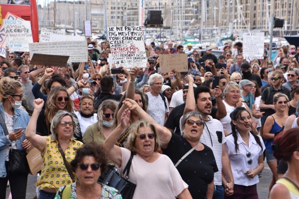 """""""Долу диктатурата!"""" - Протести във Франция и Гърция"""