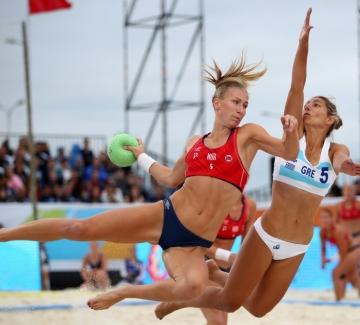 Защо женският отбор е по бельо, а мъжкият - в спортни екипи?