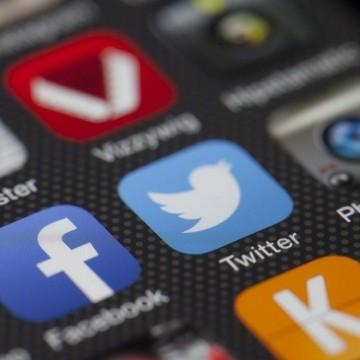 """""""Фейсбук"""" дава един милиард долара на инфлуенсъри, за да стане популярен сред младите"""