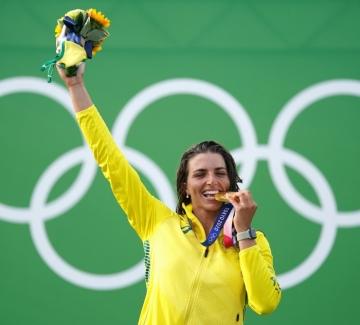 Защо олимпийците хапят медалите си